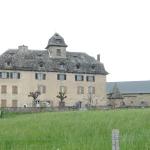 Au détour d'un chemin, la demeure historique de la famille Méallet de Cours, à Senezergues