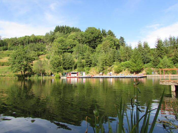 L'étang et la piscine d'eau naturelle de Calvinet