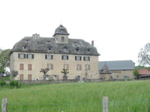 Bâtisse de Cours à Senezergues où a vécu l'illustre famille Meallet de Cours au XVII e siècle