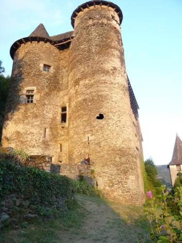 Château de Vieillevie dans la Vallée du Lot