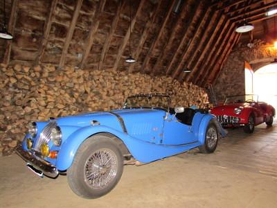 Le garage de ces aventureuses pour le plus grand plaisir des conducteurs