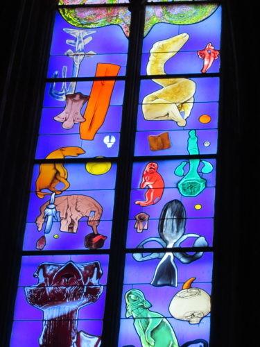 Vitrail de la cathédrale de rodez, la création du monde