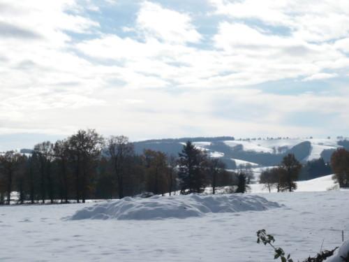 Retour à pied du village de Calvinet  après les premieres chute de neige