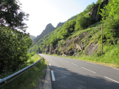 Route D-920 le long du Lot